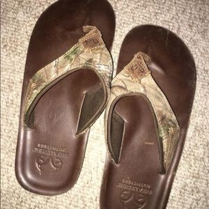 4ab1d3d7f7d Men s Size 8 Real tree Camo Outfitters Flip Flops